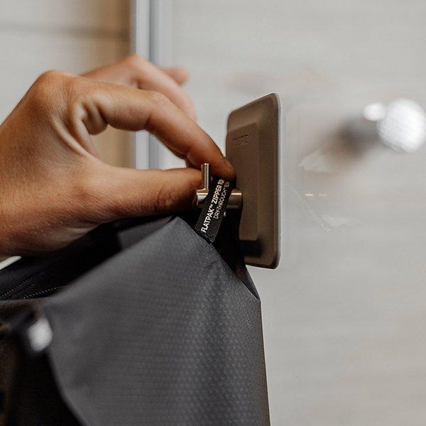 MTD FlatPak Zipper Toiletry Case<img class='new_mark_img2' src='https://img.shop-pro.jp/img/new/icons5.gif' style='border:none;display:inline;margin:0px;padding:0px;width:auto;' />