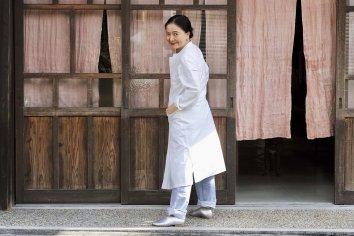 THE HINOKI  コットン馬布スタンドアップカラーシャツドレス (White)