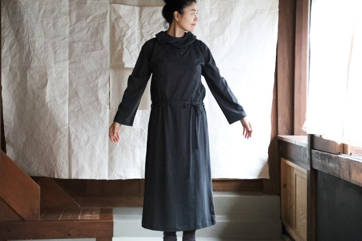 <img class='new_mark_img1' src='https://img.shop-pro.jp/img/new/icons14.gif' style='border:none;display:inline;margin:0px;padding:0px;width:auto;' />THE HINOKI Cotton Wool Hooded Dress