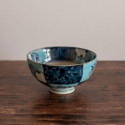 古赤絵 濃市松林檎文(水青)彫茶碗(小)