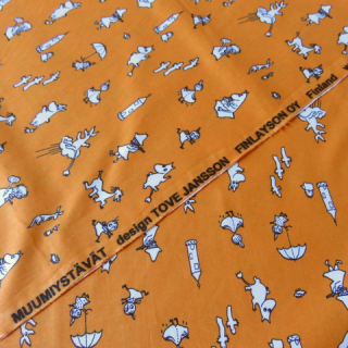 【30%OFF】ムーミン生地 MUUMIYSTAVATオレンジ 70×50cmのカット販売