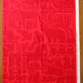 【30%OFF】marimekko生地  KANTELEENKUTSUレッド 70×48cmのカット販売