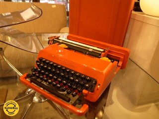 イタリア olivetti オリベッティ社 赤いバケツのタイプライター 『 バレンタイイン S 』MoMA ■