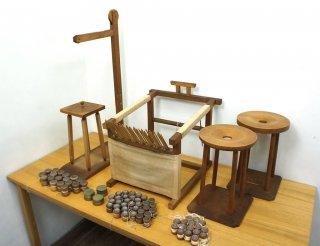 日本の伝統工芸・組み紐を編む台 / 組紐台 丸台・角台・綾竹台 4台セット 組みひもの玉やおもり付 ●