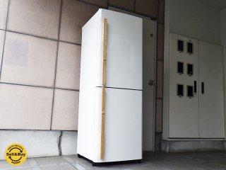 アマダナ / amadana ( リアルフリート ) 『 ノンフロン冷凍冷蔵庫・256L / ZR-441-WH 』 2010年製 ・ ホワイト  ナチュラルな天然木ハンドル デザイン家電 ★