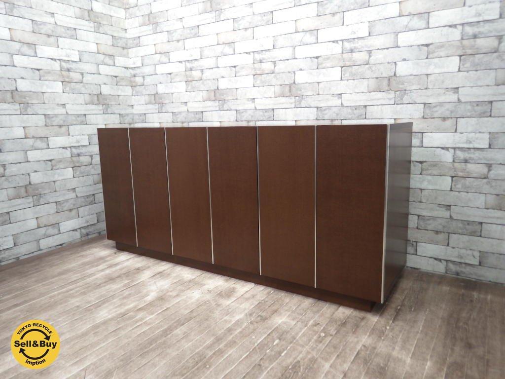 モダンデザイン サイドボード リビングキャビネット 折戸 フォールディングドア ウォルナットカラー ●
