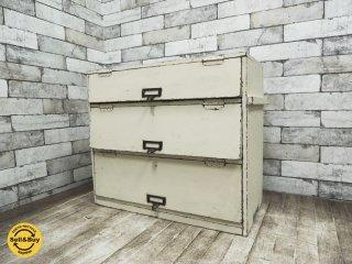 シャビーシック ビンテージ ブラスハンドル フラップ扉 3段 キャビネット 小型収納 ホワイトペイント ●