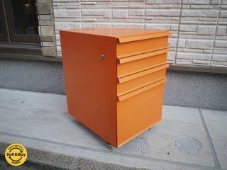 アスプルンド ASPLUND エッセンサイドキャビネット ESSEN スチール 袖 4引き出し キャスター オレンジ インダストリアル◎