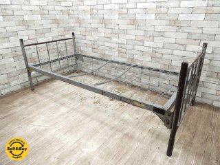 USビンテージ スチール製 ベッド 組み立て式 インダストリアル 店舗ディスプレイ アンティーク ミリタリー ●