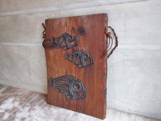 日本の古い民芸 鋳物 焼き杉 工芸 壁飾り ウォールパネル 無垢材 魚 オブジェ ♪