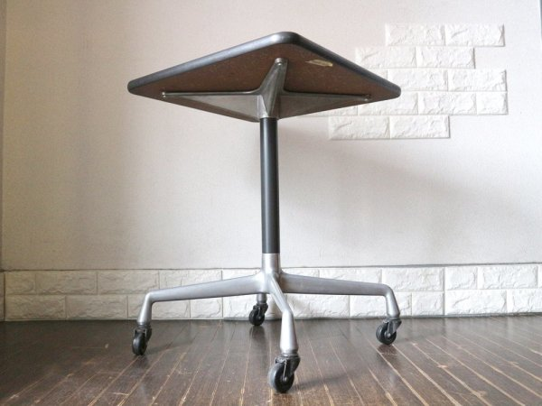 ハーマンミラー HermanMiller イームズテーブル ユニバーサルベース スクエアトップ カフェテーブル ミッドセンチュリー ◎