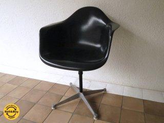 ハーマンミラー HermanMiller アームシェルチェア 現行 美品 FRP製 ブラックシェル 希少 70's ビンテージ 昇降・回転式 コントラクトベース PAC C&R. イームズ 名作 ◇