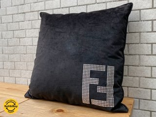 フェンディ FENDI ホーム・コレクション スワロフスキー クッション フェザー ブラック ロゴ ■
