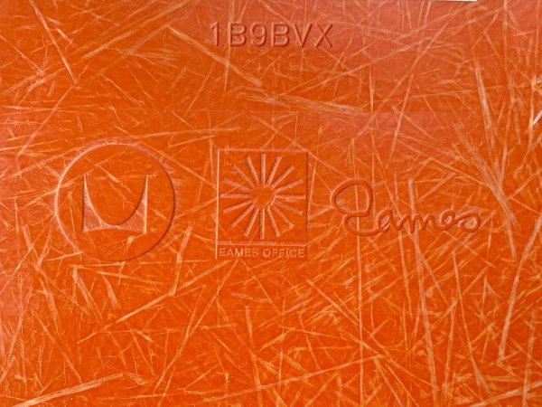 ハーマンミラー Herman Miller アームシェルチェア 現行 FRP製 オレンジ エッフェルベース イームズ ミッドセンチュリー B ■