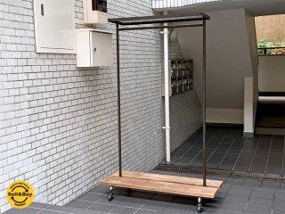 インダストリアルデザイン アイアン ハンガーラック ウッドシェルフ付き 店舗什器 ■