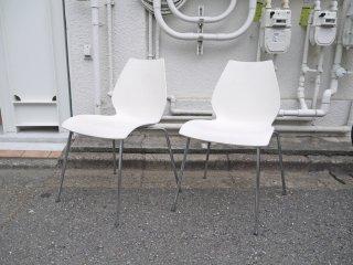 カルテル Kartell マウイチェア Maui ホワイト 2脚セット 巨匠 ヴィコ・マジストレッティ デザイン スタッキング可 一脚 定価:¥28,728- イタリアモダン ◇
