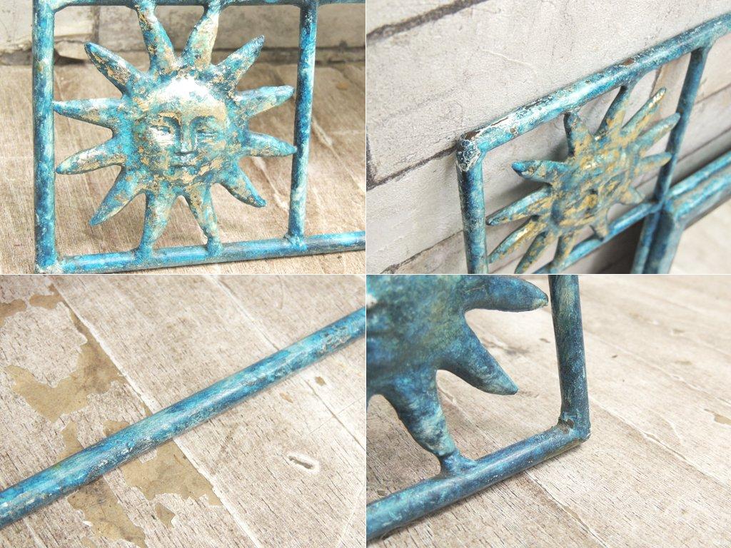 ビンテージ ウォールミラー 壁掛け 鏡 サンフェイス 太陽 アイアンフレーム シャビーペイント 青 ●