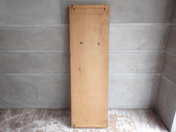 USビンテージ チーク材×パイン材 壁掛け 大型 ウォール ショーケース ディスプレイケース フック付き 飾り棚 陳列棚 店舗什器 ♪