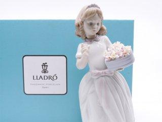 リヤドロ LLADRO 『大切なあなたへ』 フィギュリン オブジェ 人形 箱付き スペイン製 定価:49,500円 ●