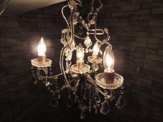 アンティークスタイル 4灯シャンデリアライト ペンダントライト 照明 ●