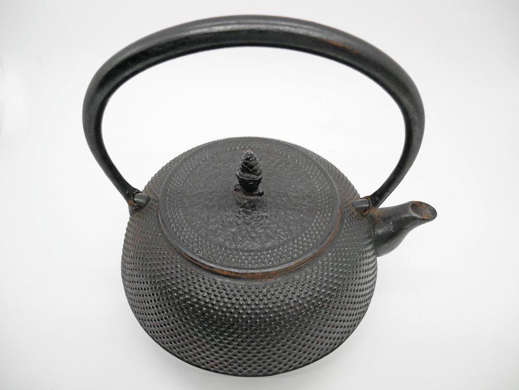 南部鉄器 岩鋳 鉄瓶 平丸アラレ 18型 箱付き ケトル ●