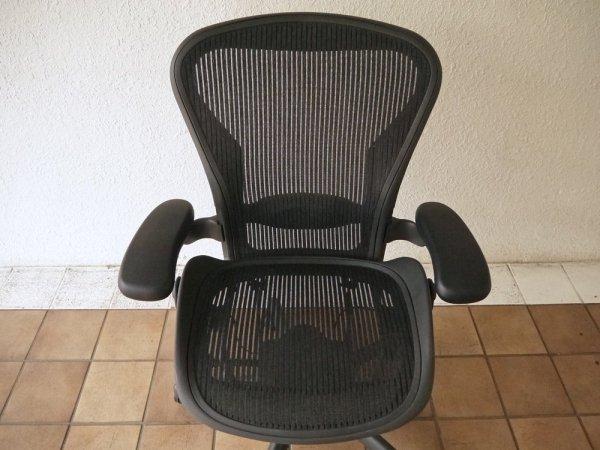 ハーマンミラー HermanMiller アーロンチェアライト Aeron Chair Lite アーム付 Bサイズ ランバーサポート クラシックカーボン グラファイトベース A ◇