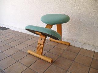 リボ Rybo バランスイージー balans Easy バランスチェア ライトブルー 学習椅子 姿勢矯正 ◇
