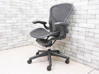 ハーマンミラー HermanMiller アーロンチェアライト Aeron Chair Lite アーム付 Bサイズ ポスチャーフィット クラシックカーボン グラファイトベース ●