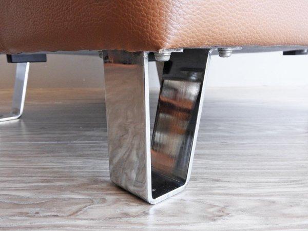 フクラ HUKLA オットマン スツール レザー型押し合皮シート × クロームレッグ ベージュ系 ●