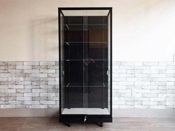 シンプルデザイン ガラス ショーケース ディスプレイケース 飾り棚 スチールフレーム 全面ガラス 鍵付き H168cm 店舗什器 ●
