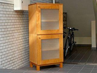ナチュラルモダン キャビネット 2段 アルダー材 ガラス扉 飾り棚 木製ラック ■