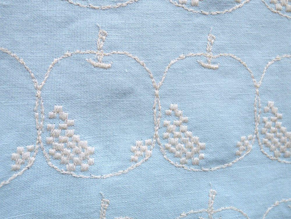 ミナペルホネン mina perhonen メーラ Mela ライトブルー 85×100 ファブリック ハギレ生地 皆川明 ●