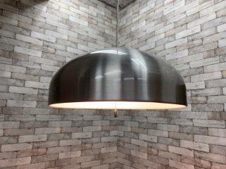 ウニコ unico 取扱 アプロス APROZ ウェイン WAYNE ペンダントライト ヘアラインクリアメラミン焼付塗装 半円型 アルミシェード シルバー色 スペースエイジ \18,150- ●