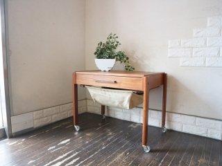 デンマークビンテージ Denmark Vintage ソーイングテーブル チーク材 サイドテーブル キャビネット ワゴン キャスター付 裁縫 北欧家具 ◎