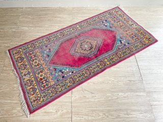 ペルシャ風 絨毯 植物文様 ラグ えんじ系 213×101cm ●