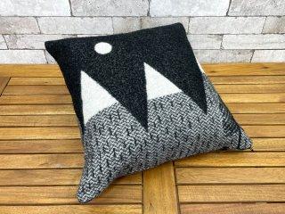 ドナウィルソン スタジオ DONNA WILLSON STUDIO マウンテン ムーン クッション Mountain Moon Cushion ブラック&ホワイト ウール100% フェザー ●