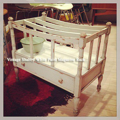 ☆Vintage Shabby White Paint Magazine Rack