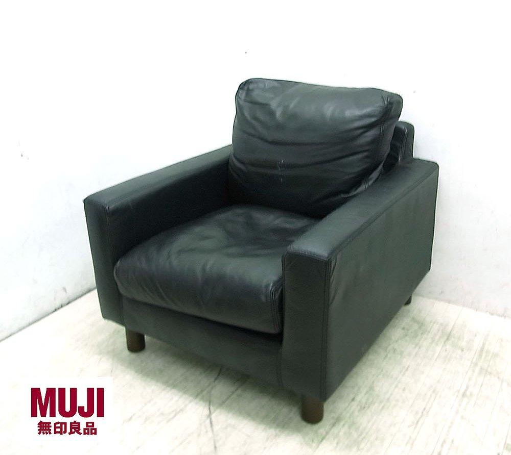 無印良品ができた頃からこのソファーはデザインが良いな~と思っていたので(当時はキャメルブラウンのレザーに憧れていましたが今はもうないですね)
