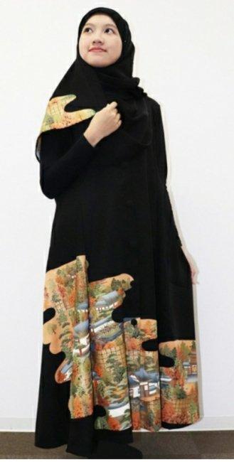 日本の最高級の美!!着物ムスリムファッション‼長寿のシンボル松の文様が施された黒留袖ロングカーディガン。本物の着物から再生された黒留袖ロングカーディガンはお土産に最適です。