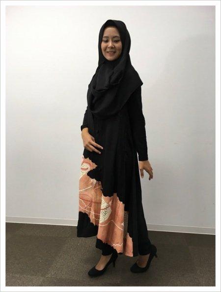 【NEW】日本の最高級の美!!着物ムスリムファッション‼人と人を結び付ける熨斗の文様が施された黒留袖ロングカーディガン。本物の着物から再生された黒留袖ロングカーディガンはお土産に最適です。