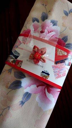 大切な方への贈り物に!日本らしさを更に彩る梱包(つまみ細工ヒジャブピン付き)軽量でコンパクト、スーツケースに入れても邪魔にならない