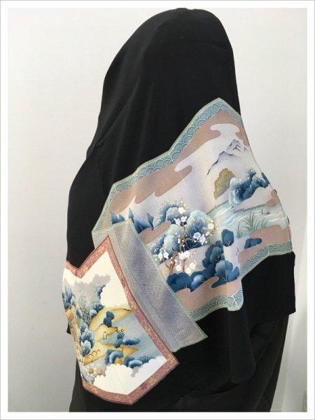 【世界に一枚しかない限定品】イスラム教徒へのお土産に悩まれている方へ。軽くて持ち運びも簡単。縁起の良い松竹梅の文様が施された着物ヒジャブ。本物の着物から再生された着物ヒジャブはお土産に最適です。
