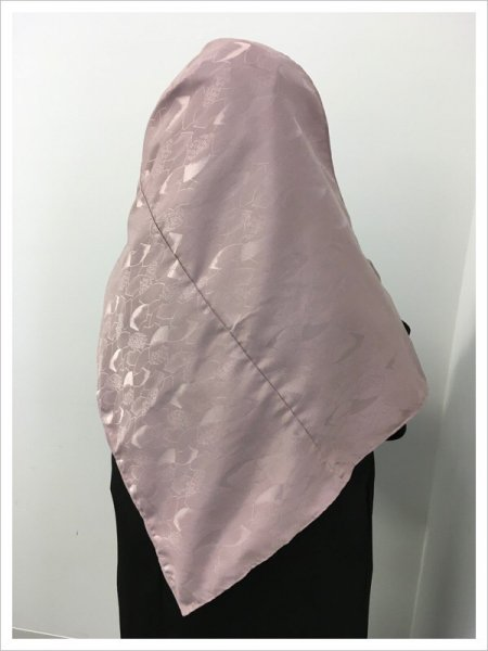着物ヒジャブ!イスラム教徒へのお土産に悩まれている方へ。〜軽いポリエステル製〜軽くて持ち運びも楽々!限りなく広がる幸せを願う扇の地紋がシックな着物ヒジャブ。海外で着物は最も喜ばれるプレゼント!