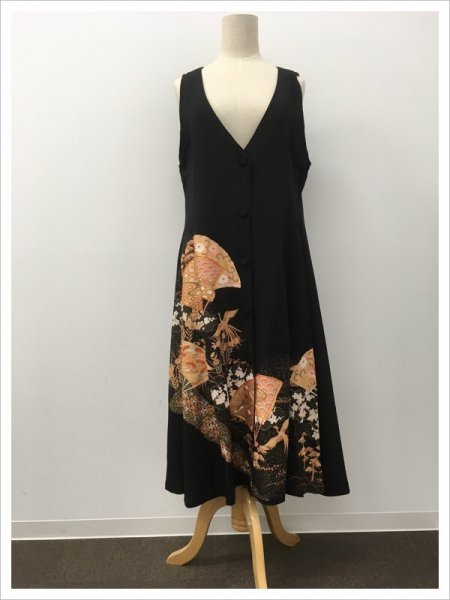 【NEW】日本の最高級の美!!着物ムスリムファッション。限りなく広がる幸せを願う扇の文様が施された黒留袖ロングカーディガン。本物の着物から再生された黒留袖ロングカーディガンはお土産に最適です。