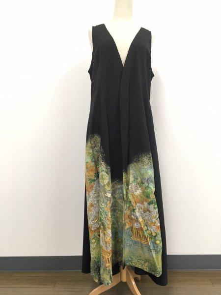 【NEW】日本の最高級の美!!着物ムスリムファッション。雅な長寿のシンボル菊の文様が施された黒留袖ロングカーディガン。本物の着物から再生された黒留袖ロングカーディガンはお土産に最適です。