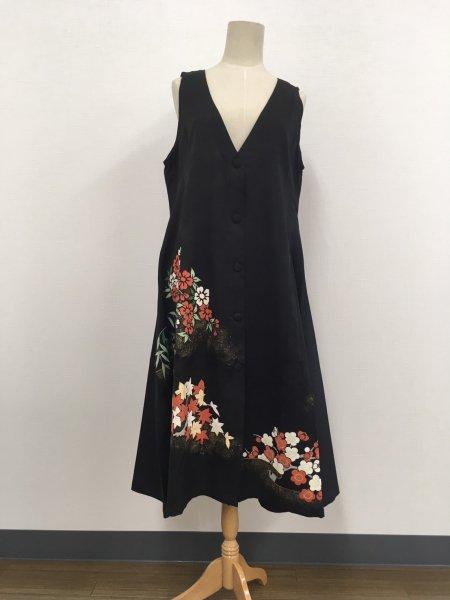 日本の最高級の美!!着物ムスリムファッション。日本で愛されてきた梅の文様が施された黒留袖ロングカーディガン本物の着物から再生された黒留袖ロングカーディガンはお土産に最適です。