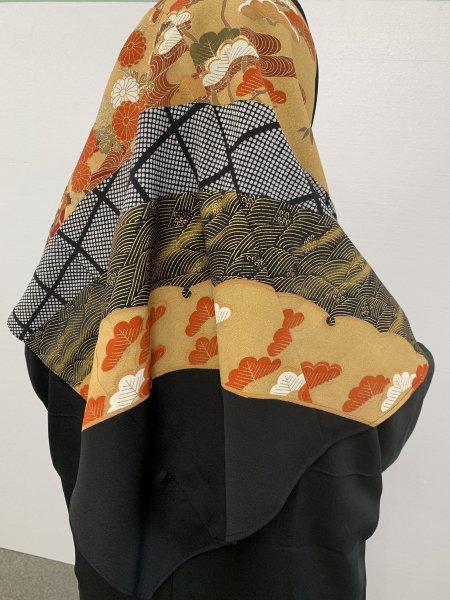 【新作正方形ヒジャブ】【世界に一枚しかない限定品】イスラム教徒へのお土産に悩まれている方へ。高貴な桐の文様が施された着物ヒジャブ。本物の着物から再生された着物ヒジャブはお土産に最適です。
