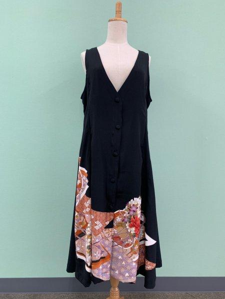 【NEW】日本の最高級の美!!着物ムスリムファッション。美しい女性の象徴牡丹の文様が施された黒留袖ロングカーディガン。本物の着物から再生された黒留袖ロングカーディガンはお土産に最適です。