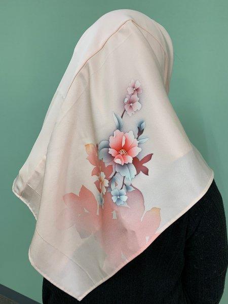 【新作正方形ヒジャブ】【世界に一枚しかない限定品】イスラム教徒へのお土産に悩まれている方へ。本物の着物から再生された着物ヒジャブはお土産に最適です。