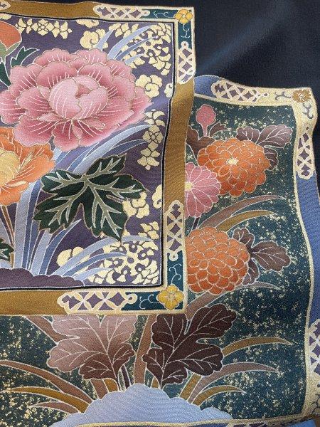 【世界に一枚しかない限定品】イスラム教徒へのお土産に悩まれている方へ。高貴な象徴の菊の文様が施された着物ヒジャブ。本物の着物から再生された着物ヒジャブはお土産に最適です。